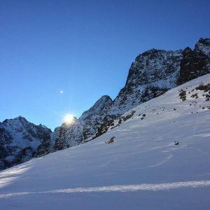 przełęcz pod zadnim mnichem zjazd na nartach
