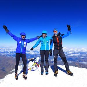 zjazd ze szyctu na nartach